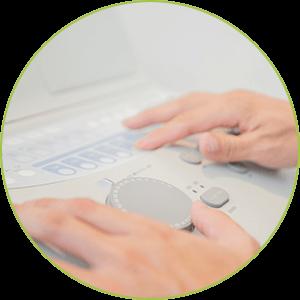 オージオグラムを測定したデーターをもとに、左右の聴力差を補充するようにピッチとレベルを調整したクラシックCDを製作します。